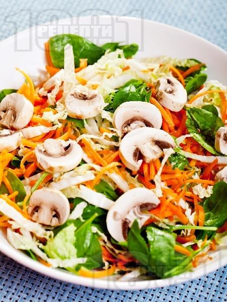 Салата със спанак, моркови и гъби - снимка на рецептата